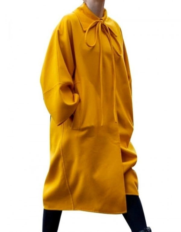 Villanelle Killing Eve Season 03 Yellow Coat