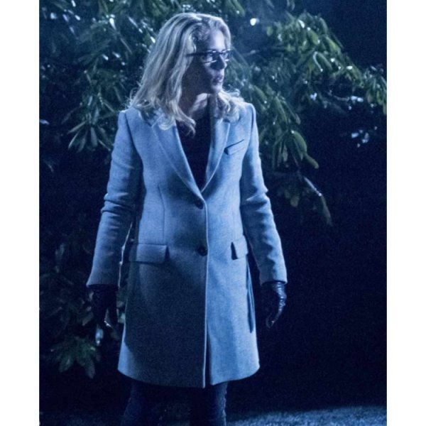 Arrow S06 Felicity Smoak White Coat
